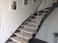 Stahlwangentr.- einseitig aufgesattelt, Stufen Esche Hartwachsöl weiß, ES-Geländer, Stufenfolien