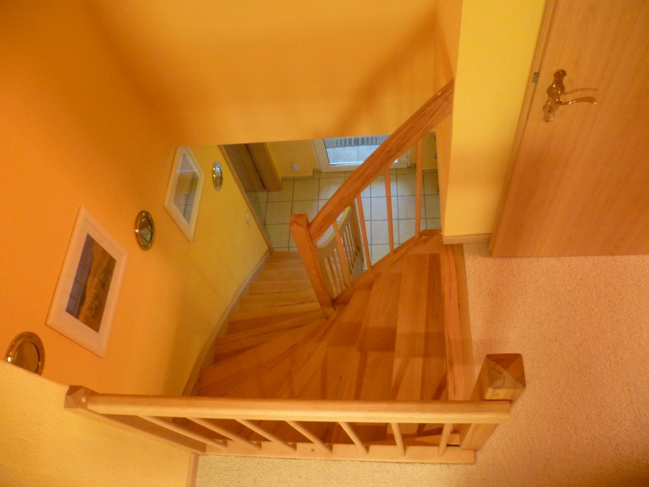 gel nder treppen linke elmenhorst. Black Bedroom Furniture Sets. Home Design Ideas