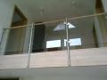 Brüstungsgeländer Glas, ES-Pfosten, Holzhandlauf