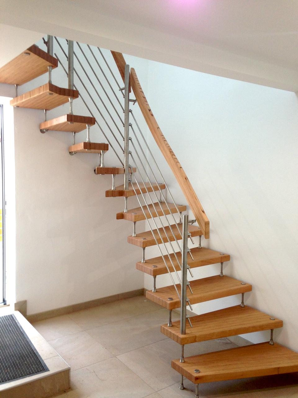 holztreppe aufgebolzt treppen linke elmenhorst. Black Bedroom Furniture Sets. Home Design Ideas