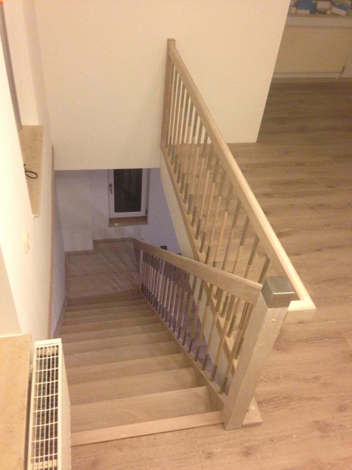 holztreppe eingestemmt treppen linke elmenhorst. Black Bedroom Furniture Sets. Home Design Ideas