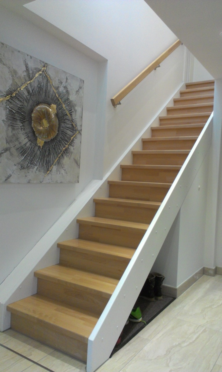 Weiße Holztreppe holztreppe eingestemmt treppen linke elmenhorst
