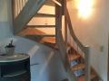 eingestemmte Holzwangentreppe 3/4-gewendelt Buche mehrfach verleimt mit Podest lackiert, Geländerstäbe Edelstahl gebürstet 12mm