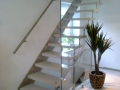 Steintreppe, ES-Bolzensystem einseitig, Flachstahlwange einseitig, Glaswand