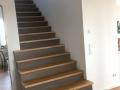 Stufen + Setzstufen auf Beton, Eiche geölt, Setzstufen Hartwachsöl grau, Brüstungsgeländer mit Stahlstab 11834